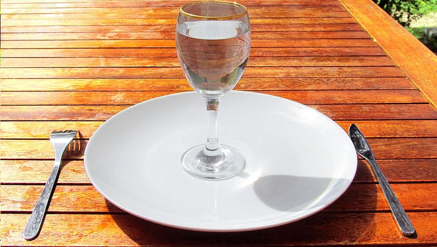 Intermittent-Fasting_empty-plate
